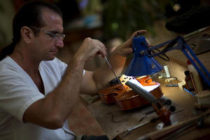 Cuban Violinmakers